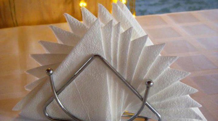 Как красиво сложить бумажные салфетки в салфетницу?
