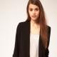 С чем носить черный пиджак женщинам?