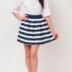 С чем носить юбки в морском стиле?