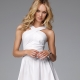 Короткое белое платье – универсальная модель