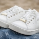 Как отмыть белые кроссовки?
