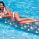 Надувные матрасы для плавания: разновидности и правила выбора