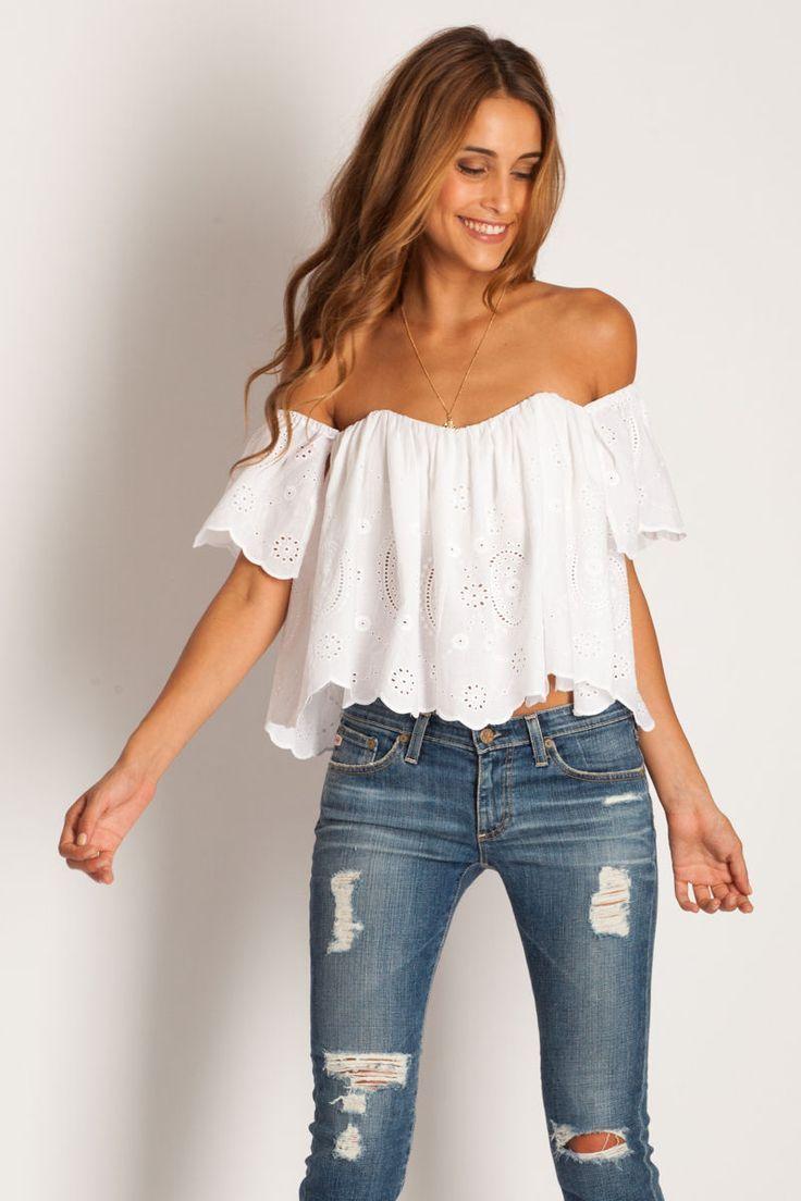 Блуза с открытыми плечами с чем носить