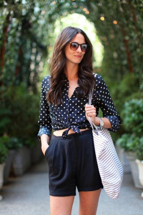 Черная в горошек блузка с чем носить