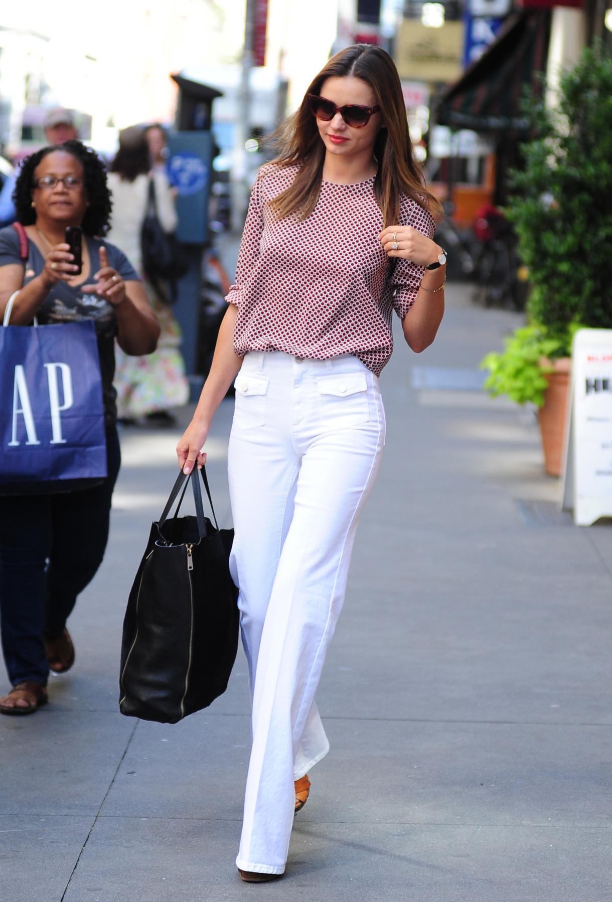 С чем носить джинсы женщине 40 лет