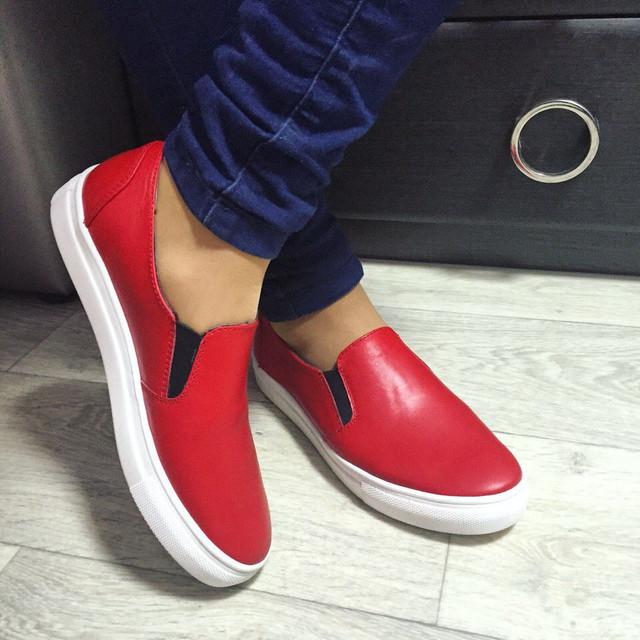 4e4e68936 Красные слипоны: с чем носить женские и мужскиемодели?