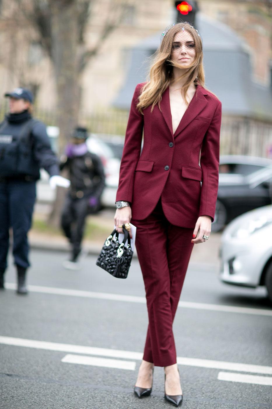 Бордовый пиджак с платьем