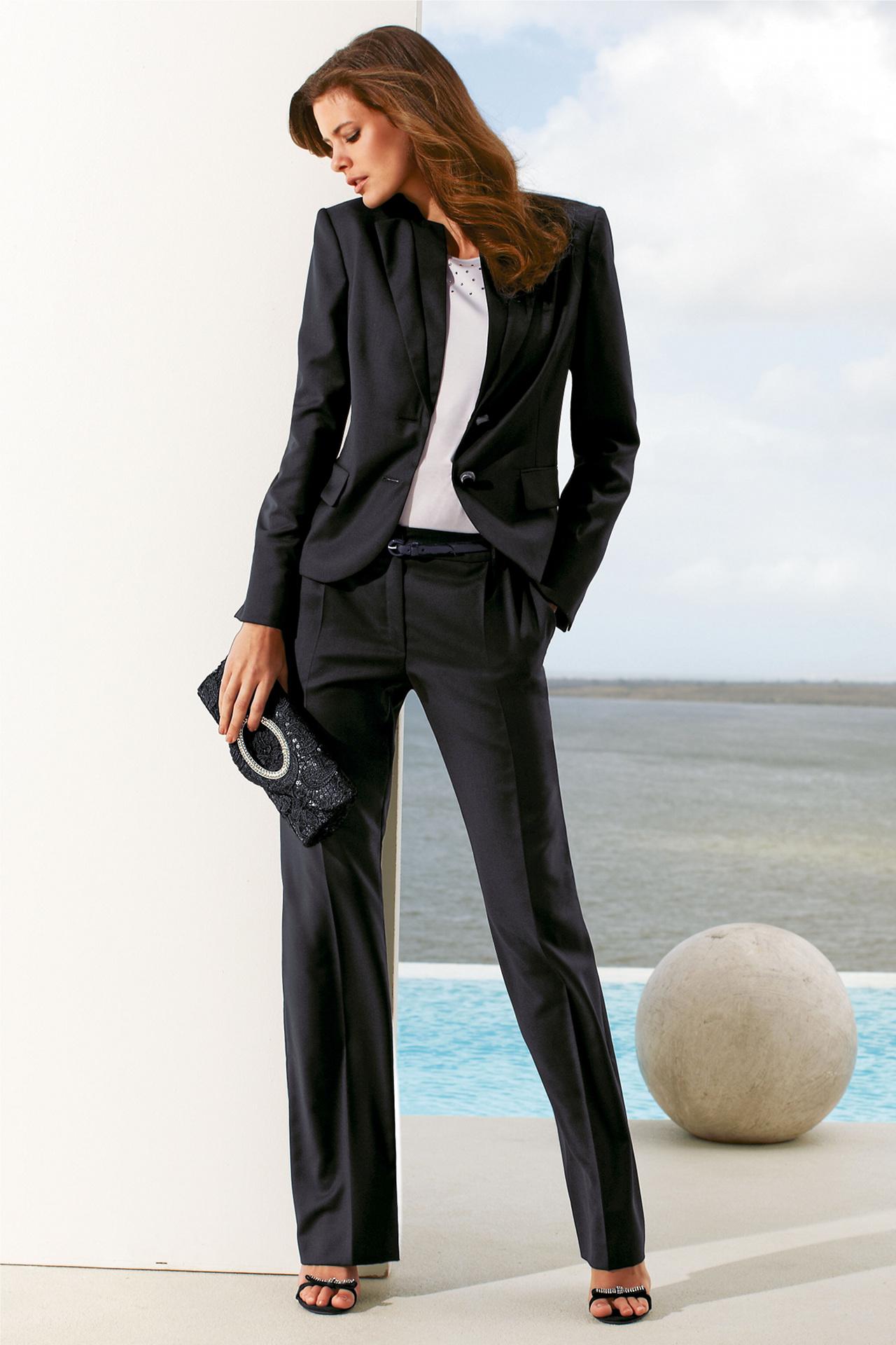 High fashion woman suit Suit blames cops for womans death Boston Herald