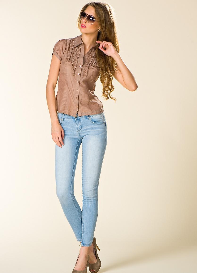 4a0c433af13d Светлые джинсы (51 фото): с чем носить,луки и образы, какие джинсы ...