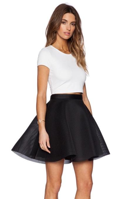 Образ с черной юбкой короткой