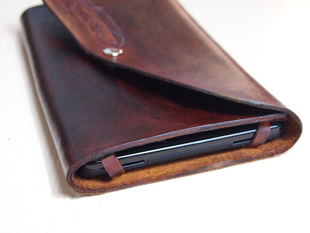 Чехол на смартфон из кожи