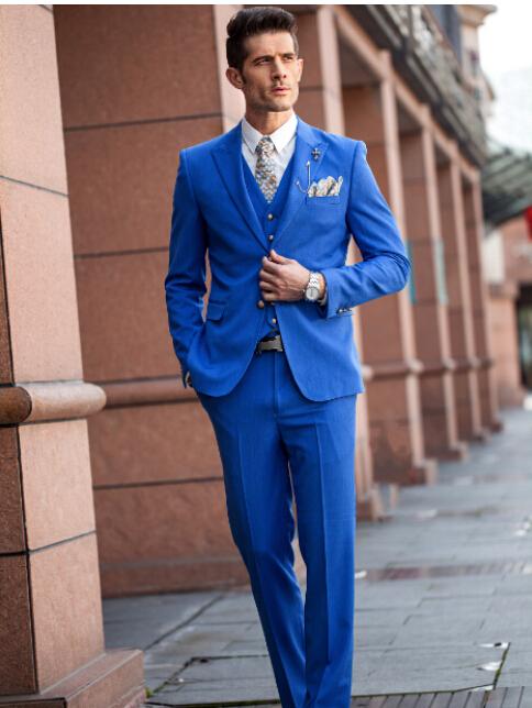 костюм жениха в синем цвете фото