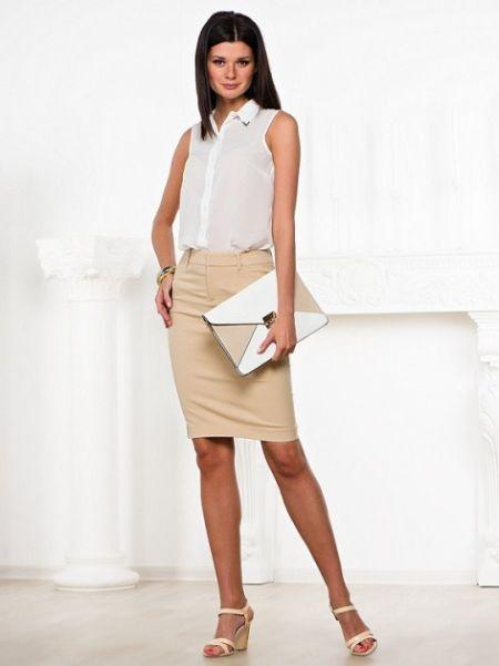 Бежевые юбки классические