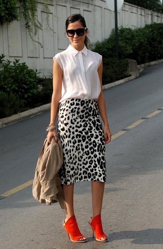 С чем носить бело-черную юбку карандаш