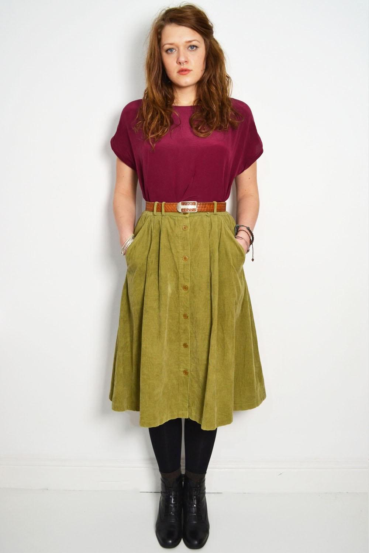 Зеленая вельветовая юбка