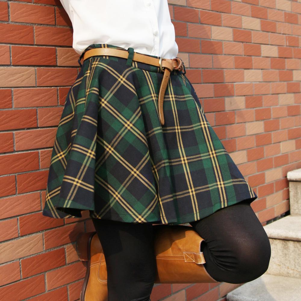 109Зеленая юбка в складку с чем носить