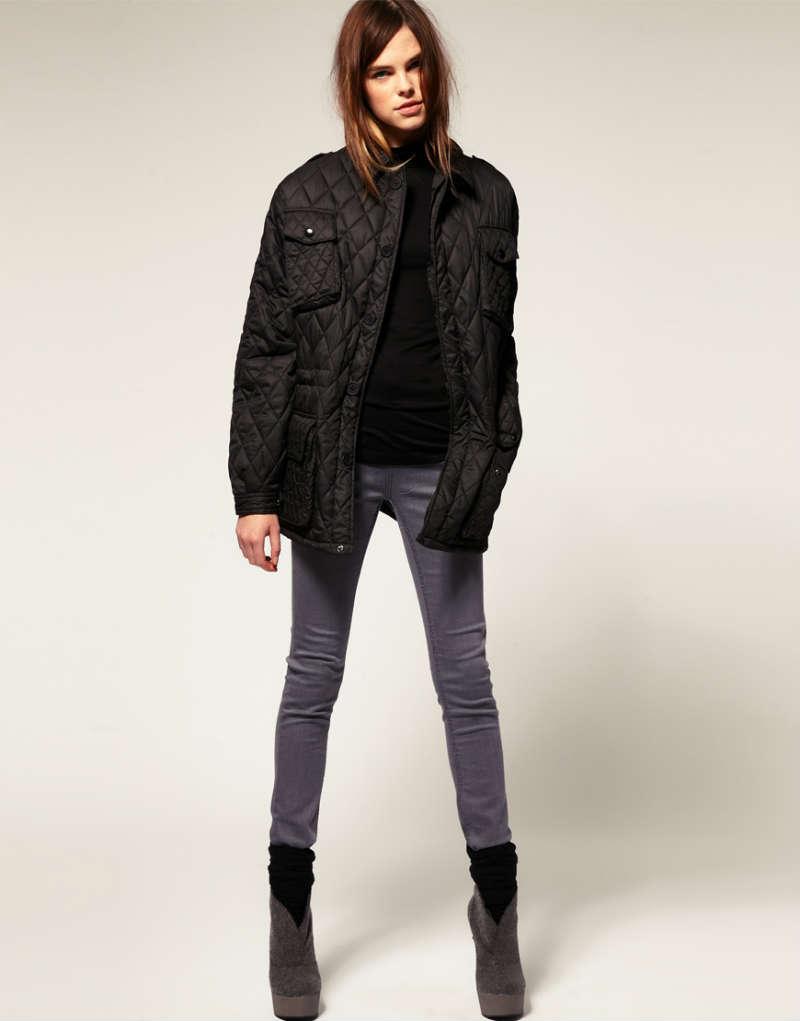 Тренд нынешнего сезона – стеганые женские куртки. Они выполнены в стиле  пэчворк и напоминают шитье из лоскутков одинакового размера. 1433cc3348279
