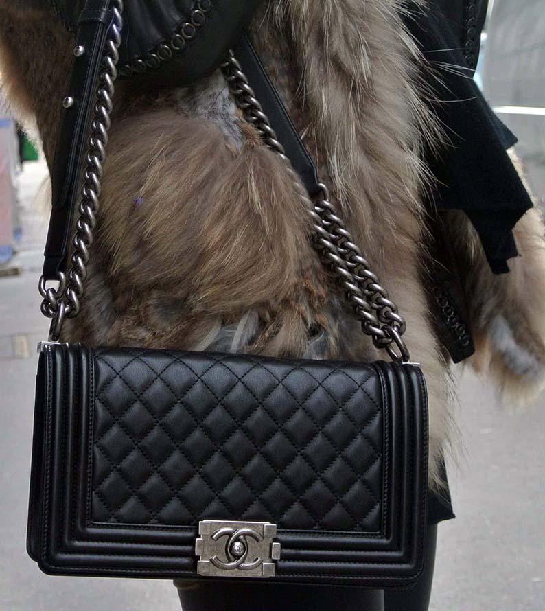 a0aa5ed4563f Сумка Chanel на цепочке - олицетворение хорошего вкуса! Многие считают так  и поныне, а ведь знаменитая Шанель творила больше 50 лет назад.