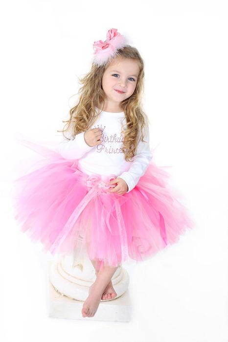 Маленькая девочка в юбке пачке