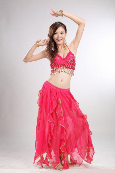 Поднялась юбка в танце