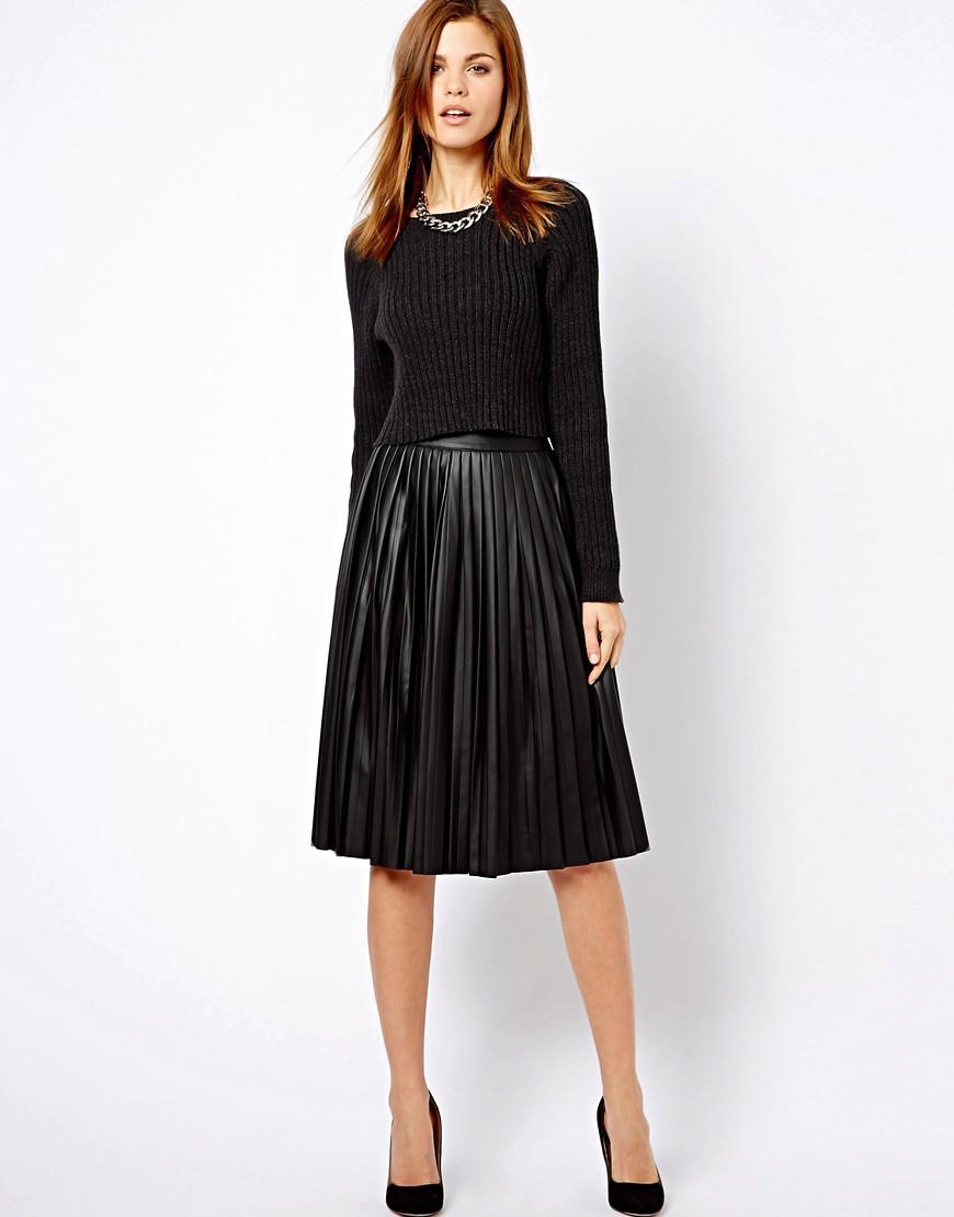 С чем носить плиссированную кожаную юбку