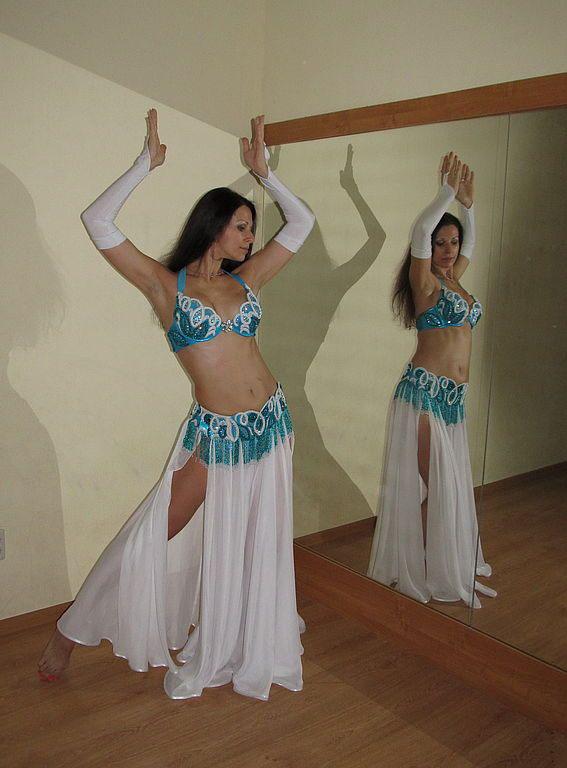 Танцует под юбкой ничего фото 14-501