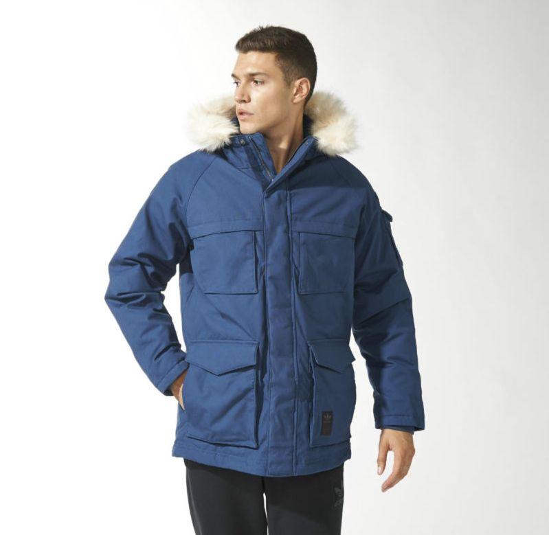 a1a43ae8 Эта одежда проста и универсальна: зимнюю парку можно превратить в  демисезонную, отстегнув тёплую внутреннюю подкладку.