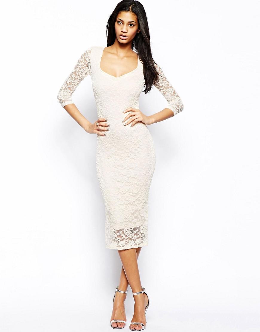 Белое обтягивающее кружевное платье