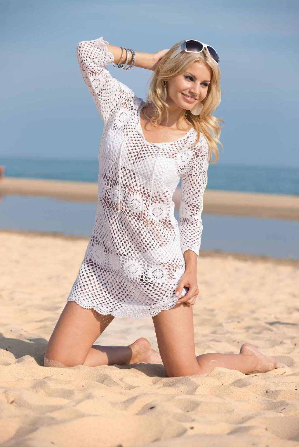 Девушка в пляжном платье фото