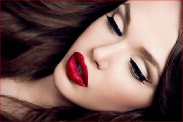 Красные с черным макияжем