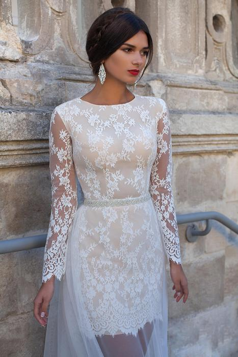 Платье свадебное короткое с рукавами