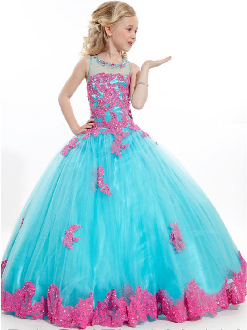 2209eb04bda4 Современные родители хотят нарядить дочку, одевая ее в модные и красивые  платья. На сегодняшний день вечерние платья для детей, аксессуары и  украшения ни в ...