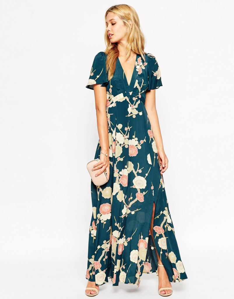 С чем носить платье с запахом