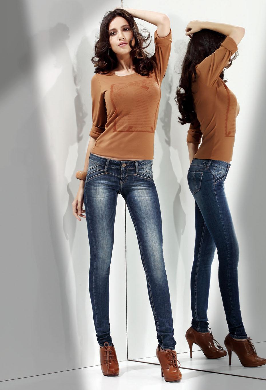 Джинсы с кофтой для девушек фото