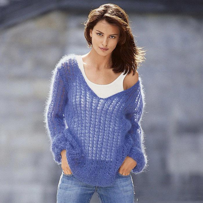 Модный свитер спицами из мохера для
