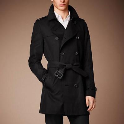 Плащи этого британского дома моды сочетают в себе две особенно ценные  характеристики – непревзойденность качества и современность внешнего вида. 6861cb0aab9