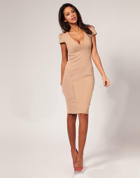 Фото платье футляр бежевого цвета
