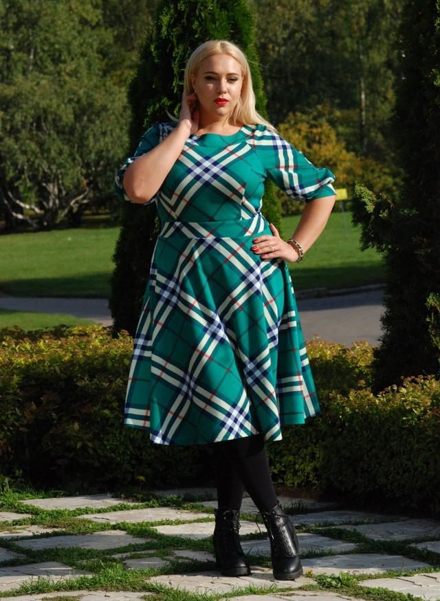 Платье на полных девушек осень