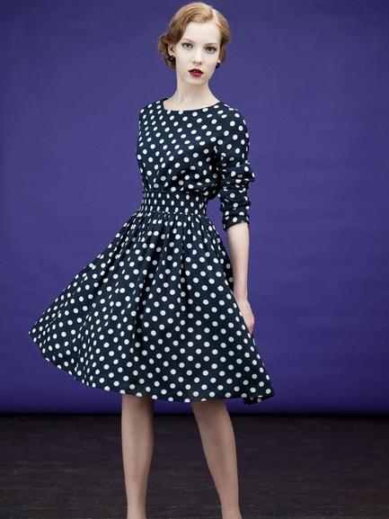 фото платье в горошек с воротником