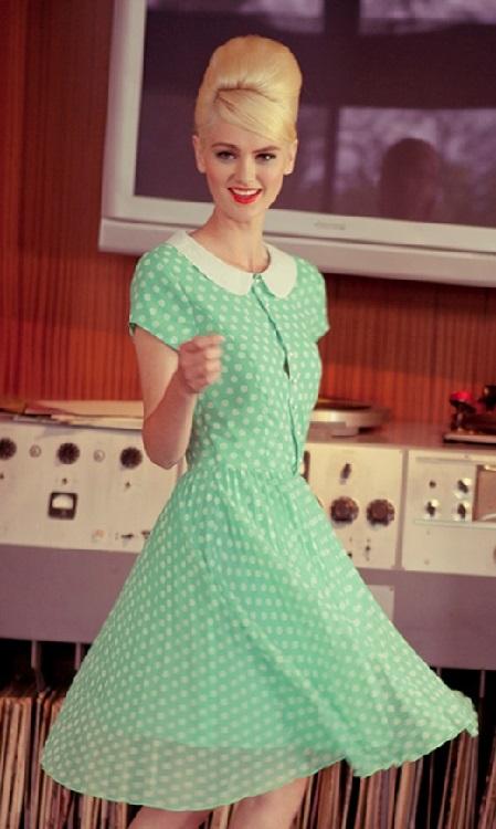Как одеться в стиле 60-х: платья