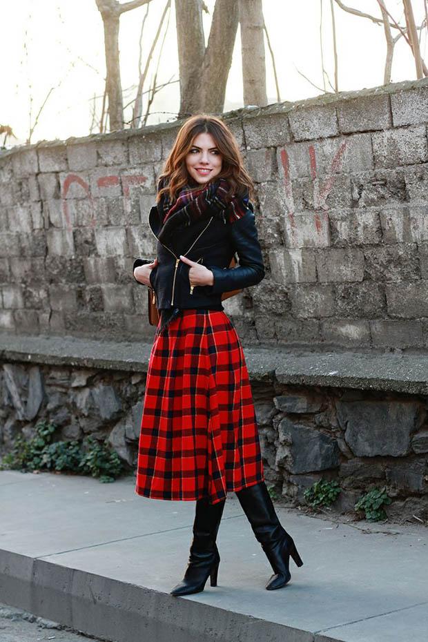 Осенью модным трендом станут юбки миди в золотистых оттенках с различным принтом, а также клетчатые и шелковые модели.