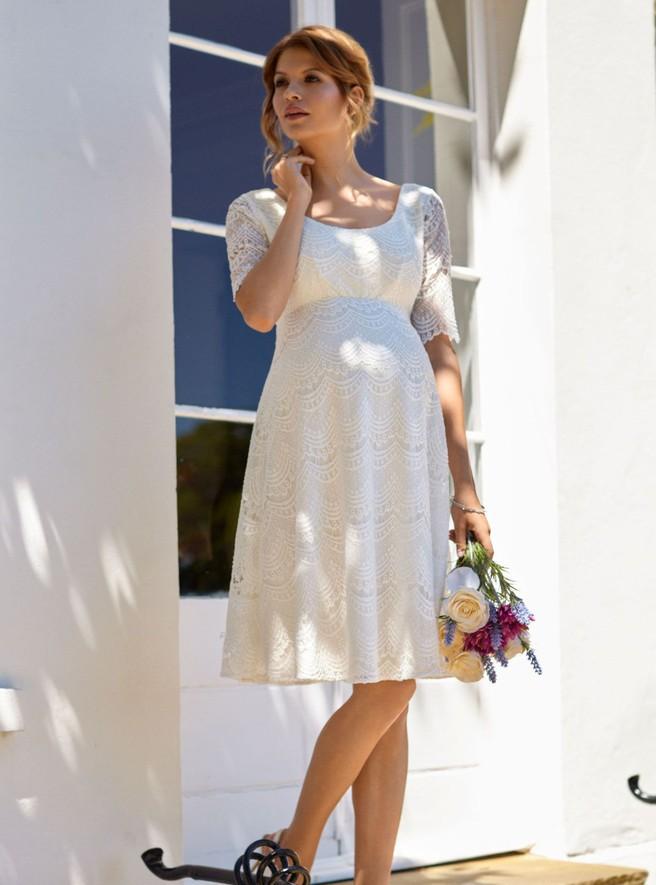 Есть несколько весомых причин, чтобы выбрать себе красивое белое платье на  тот период, когда внутри вас зарождается новая жизнь. 012c59805d0