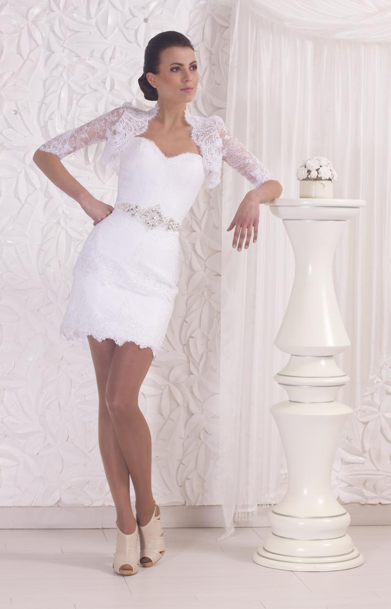 Открытое и короткое свадебное платье