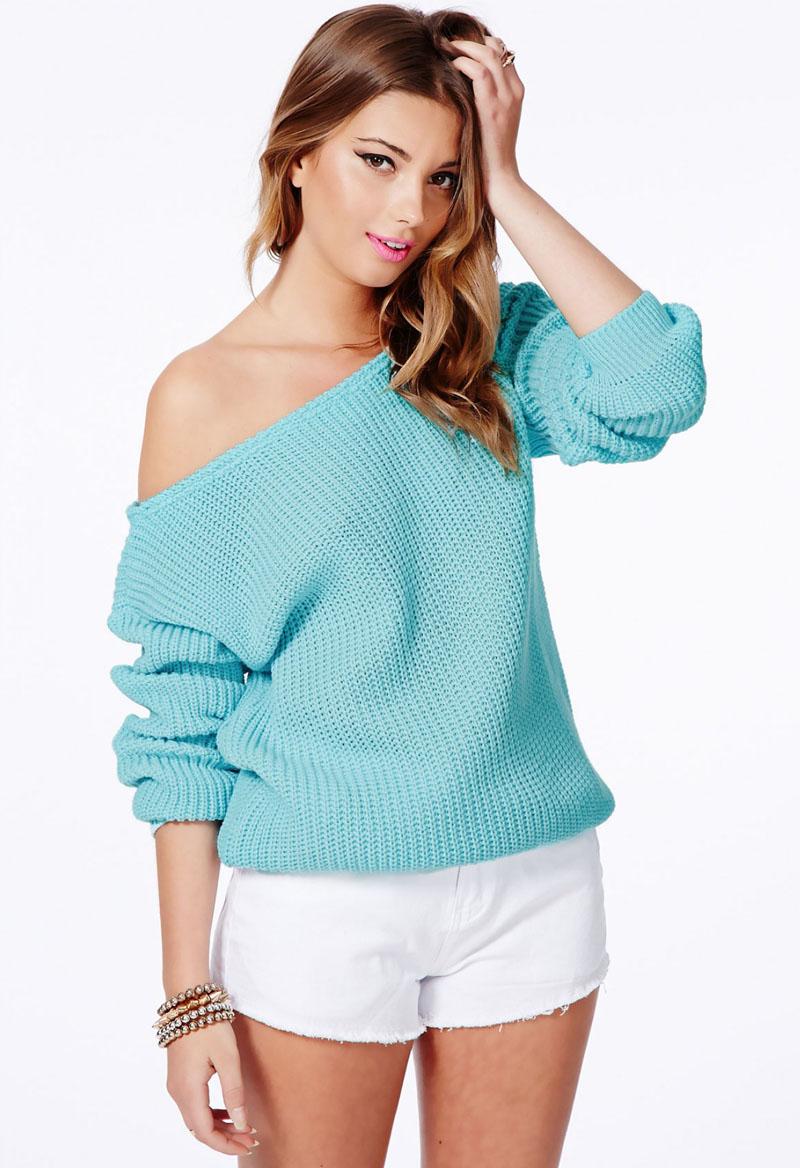 Модный женский пуловер оверсайз спицами со спущенным плечом
