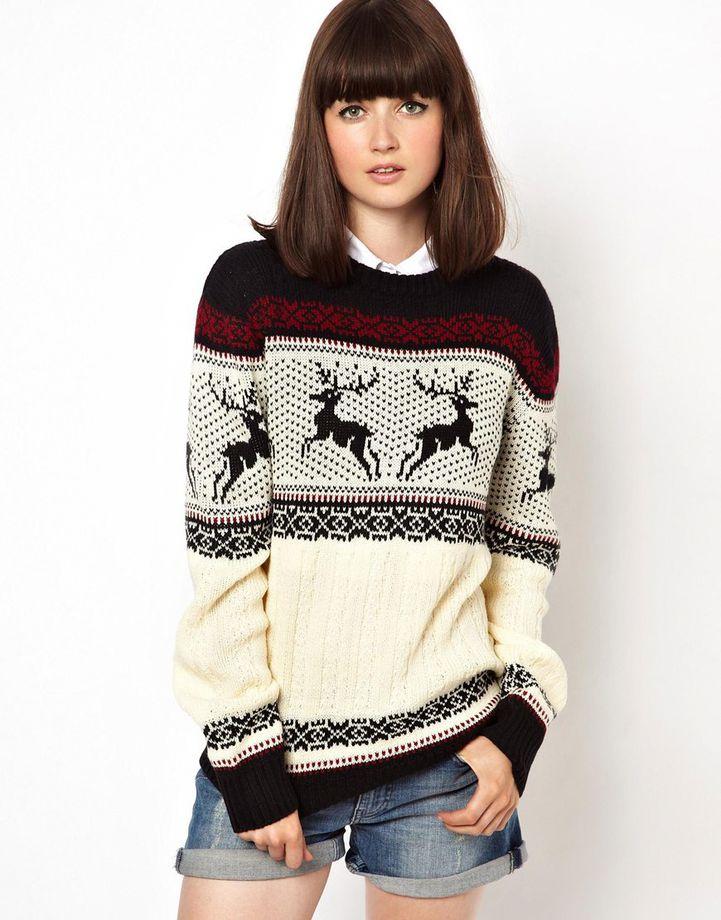 Красный свитер с оленями женский