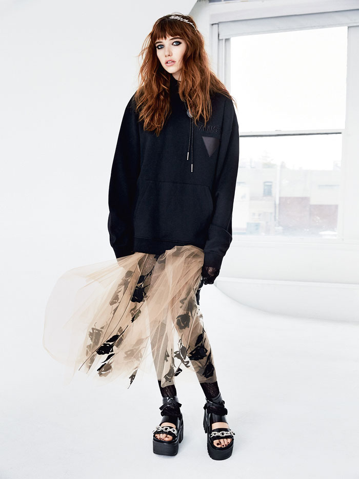 0d5b2eee Женская толстовка на молнии и с капюшоном часто имеет большой передний  карман, похожий на сумку кенгуру. Модель может быть удлинённой и короткой.