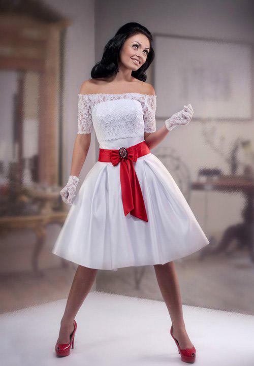 Короткое свадебное платье с красными туфлями