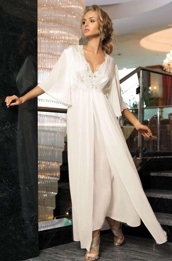 4e2305fc52f Белый шелковый халат  женский