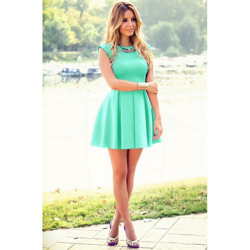 Короткое платье с юбкой