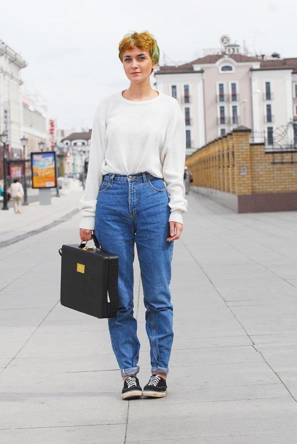 Девушка в джинсах и белой рубашке снять фото 112-365